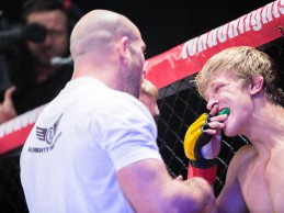 Top prospect Arnold Allen steps in to face Paul Cook at M4TC 15